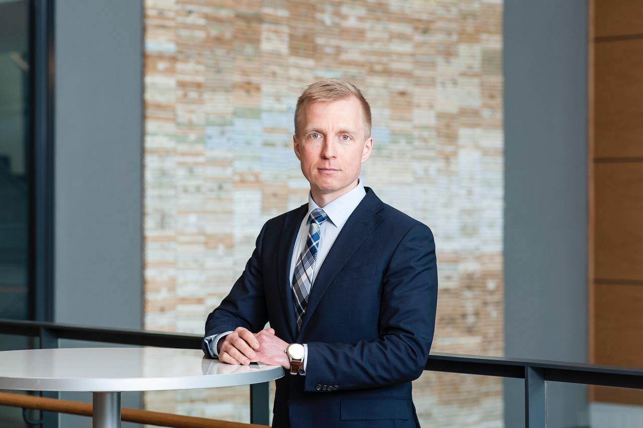 Kuluttaja-asiakkuuksien vastaava johtaja Juhana Tikka